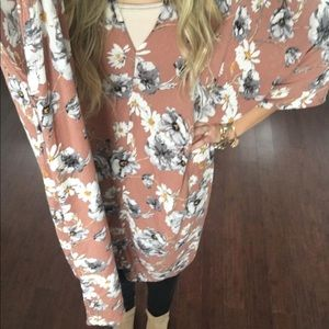 Tops - Oversized floral tunic